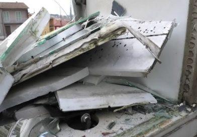 Montecalvo Irpino, un'altra notte di follia, danneggiati beni pubblici e privati.